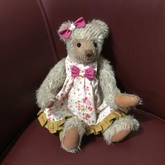 Mid beige girl bear