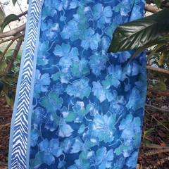 "BLUE FLORAL PICNIC RUG/WATER RESISTANT BACKING/104 CM X 109CM/41"" X 43"""
