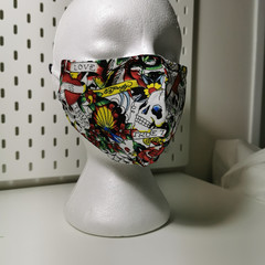 Triple layer cotton facemask. Skulls 'love' pattern.