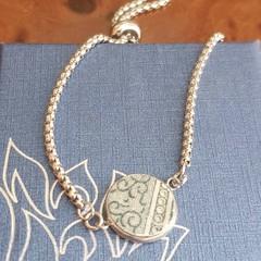 Green Swirls Lariat Bracelet