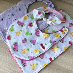 Girl baby set (2x bibs, 1x mini burp, 1x headband)