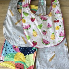 Girl baby set (2x bibs, 2x mini burp)