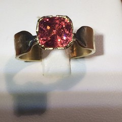 18 Carat Gold Spinel Ring.