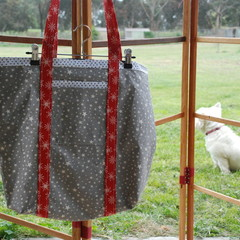 Reusable shopping bag (red handles)