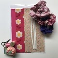SCRUNCHIE SEWING KIT - PINK DAISES