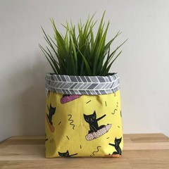 Small fabric planter | Storage basket | Pot cover | SKATEBOARD CAT