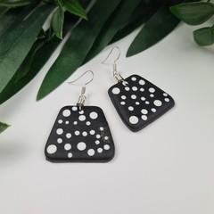 Spotted Pebbles Dangle earrings - Handcrafted dangle earrings - Lge