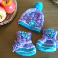 Baby beanie with pom pom and matching booties