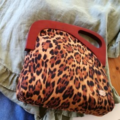 Leopard print handbag with wooden handle