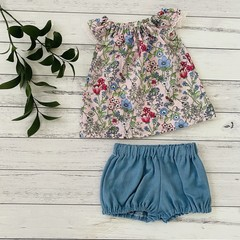 Floral two piece set, Size 000, shirt and pants, baby girls outfit