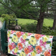 BRIGHT FLORAL  PICNIC RUG/TABLECLOTH/WATER RESISTANT BACKING/145 CM X 1 M