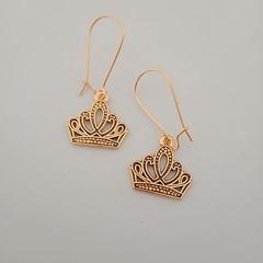 Gold crown charm fashion earrings