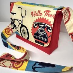 RETRO PRINT Messenger Bag