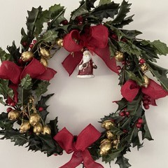 christmas wreath with ceramic santa decorated different designs with own box