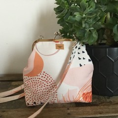 Kiss Lock Handbag (sml/long) - Cream/Pink Modern Floral
