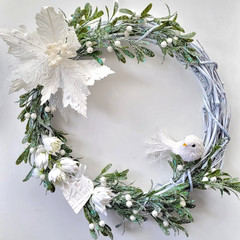 TRADITIONAL CHRISTMAS WREATH - White Artificial flowers - Home Decor