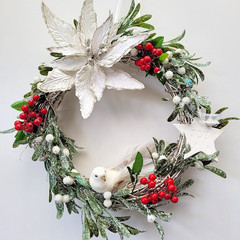 Traditional Christmas Wreath with Berries, Poinsettia & Mistletoe - Xmas Gift