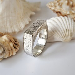 silver signet hollow form ring,  size T