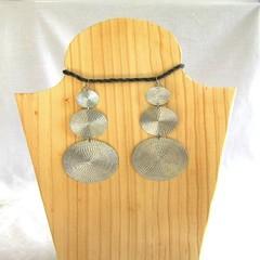 Round Metal Dangle Earrings.