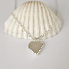 Solid silver heart pendant on fine rollo chail