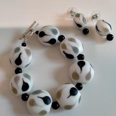 Black and White Beaded Jewellery Set