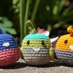 Crochet small bird trio