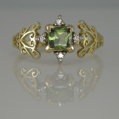 Solid 18ct Yellow Gold Filigree Green Sapphire and Diamond Dress Ring