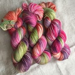 4ply handdyed Australian merino/nylon sock  390m 100g (sweet pea)