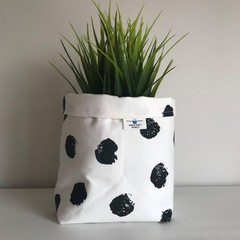 Large fabric planter | Storage basket | Pot cover | BLACK AND WHITE SPOT