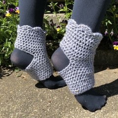 Super comfy yoga socks to keep your feet warm during  yoga, pilates or dance
