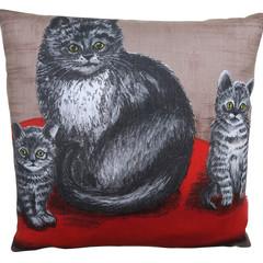 Vintage Retro -  'Mother Cat & her Tabby Kittens' Linen Cushion