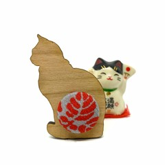 Kimono Cat Brooch - Red Flowers