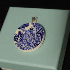 Blue Willow China Pendant    #002
