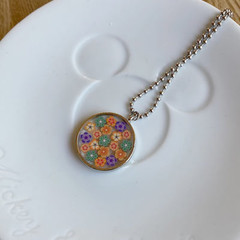 Free Postage, Flower resin necklace