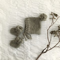 sage chunky wool bonnet + booties