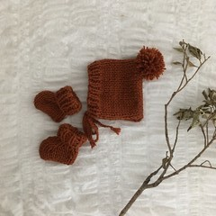 rust chunky wool bonnet + booties