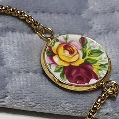 Elizabethan Country Roses Lariat Bracelet