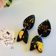 Earrings: Golden drop