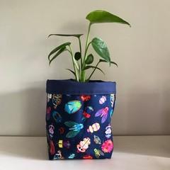 Large fabric planter | Storage basket | Pot cover | BUGS & NAVY