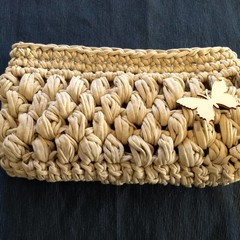Clutch with removable strap