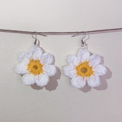 Flower earrings - White and yellow