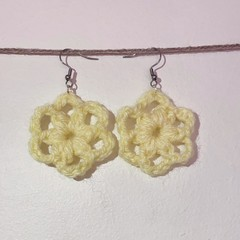 Round flower earrings - Bright yellow