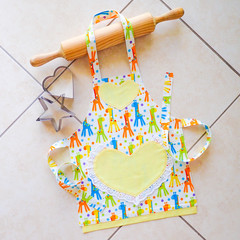 Kids/Toddlers Apron Giraffes - girls lined apron with pocket