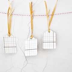 Gray Plaid Tags {5w raffia ties} | Retro Parcel Tags | Christmas Gift Tags