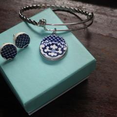 Blue Willow Broken China Adjustable Bracelet and Stud Earrings (Set)#086