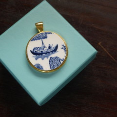 Blue Willow China Pendant    #070