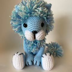 Amigurumi Tyrion Lion, Pale blue with variegated blue/white mane
