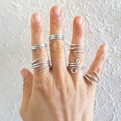 Minimalist spiral silver wire ring , Unisex statement Chunky silver wire ring