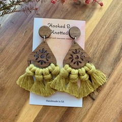 Walnut kiwi macrame earrings
