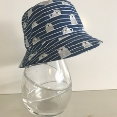 Boys summer hat in happy otter fabric